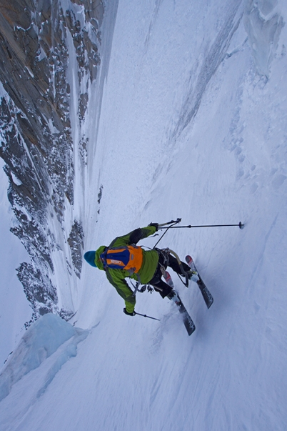 Jump turning as the couloir gets steep. © Jon Griffith