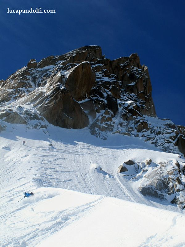 Ross skiing the spine. © Luca Pandolfi