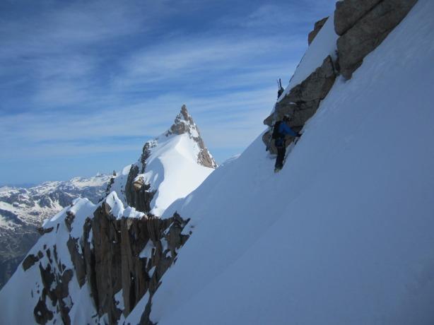 Brendan on the Midi Plan traverse. © Mikko Heimonen